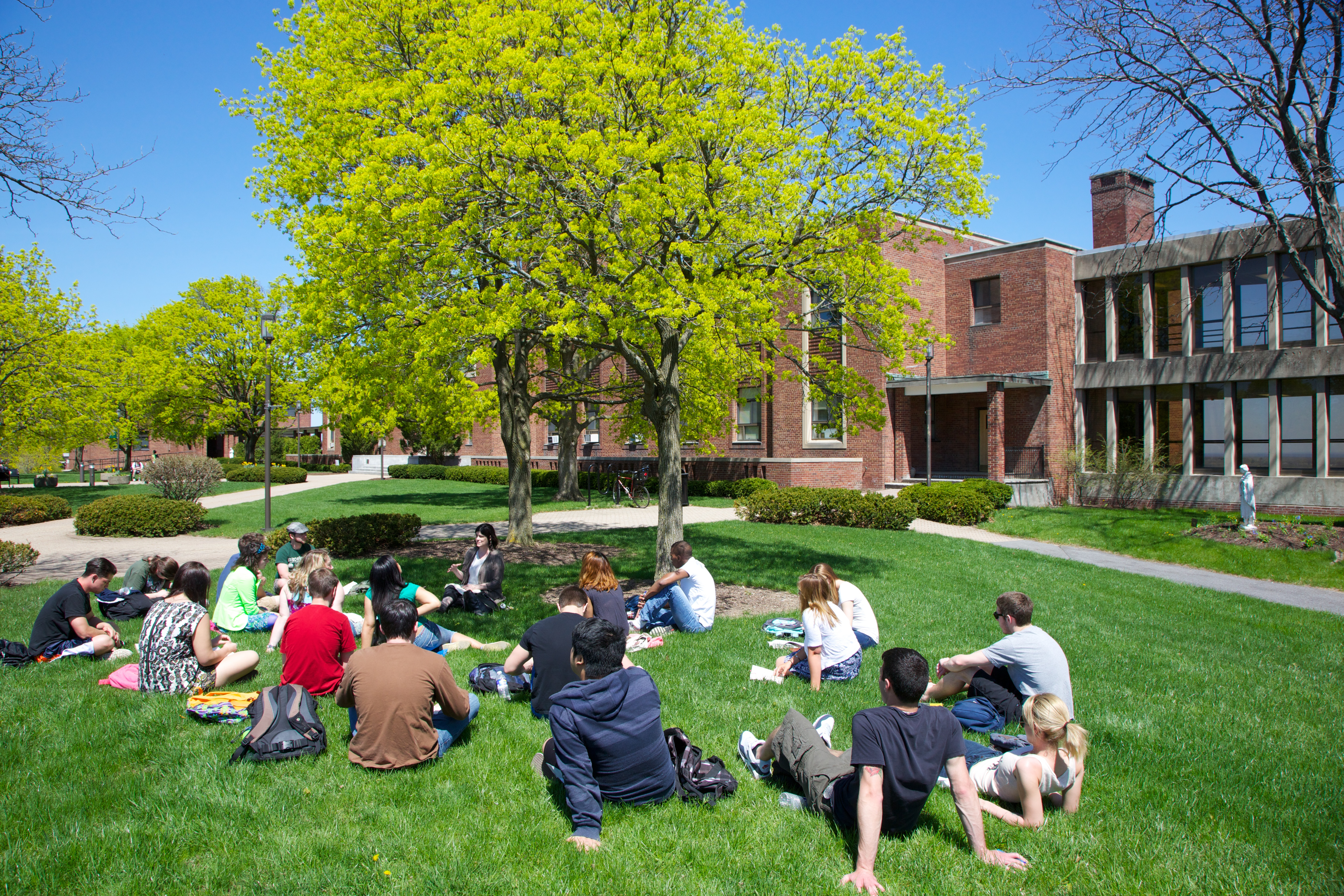 Le Moyne Students on Campus